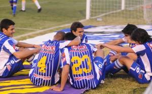 El Tomba festeja. Empezó el torneo para alejarse del descenso y jugará la Libertadores 2011.
