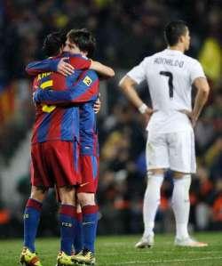 Messi y Xavi festejan. Ronaldo es puro desconcierto.